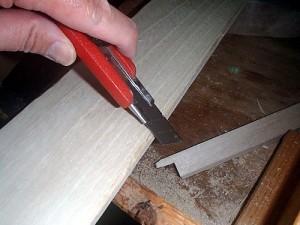 角を削りアンティーク加工