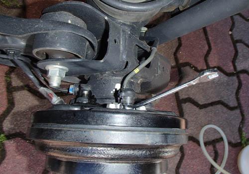 後輪ブレーキオイル交換