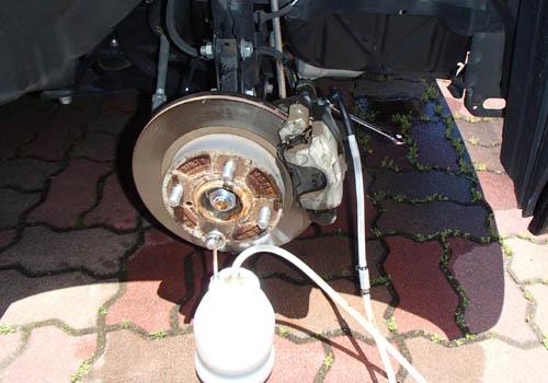 前輪ブレーキオイル交換
